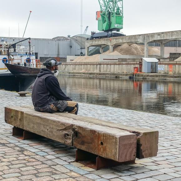 Street furniture - Drifter Bench, The Hague (NL)