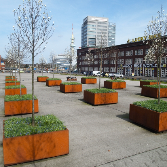 Street furniture - CorTen Tree Planters - Square Shrubtubs, Bahnhof Duisburg (DE)